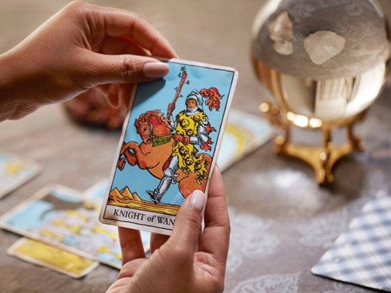 Right Online Tarot Readers